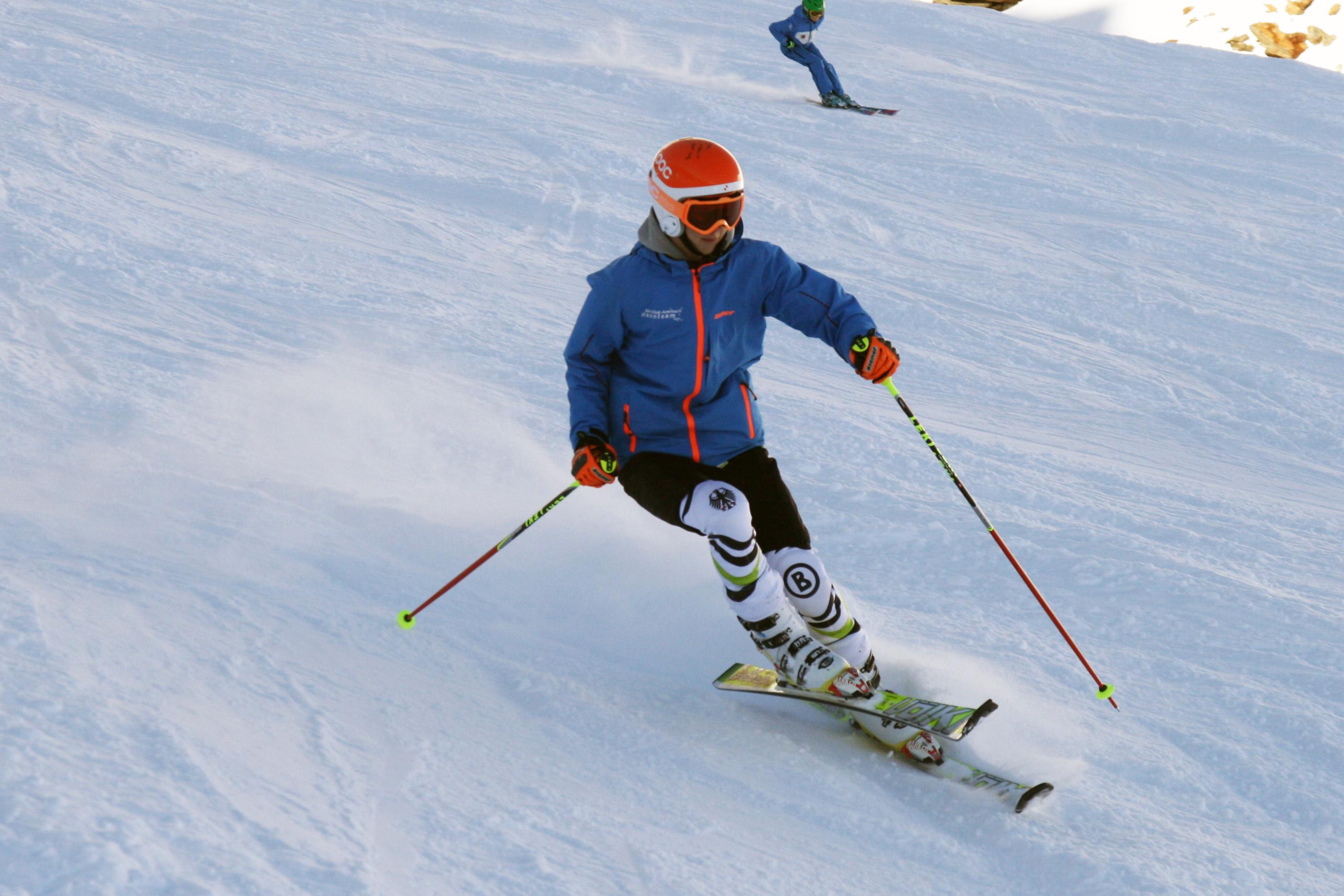 Skifahrer beim Techniktraining